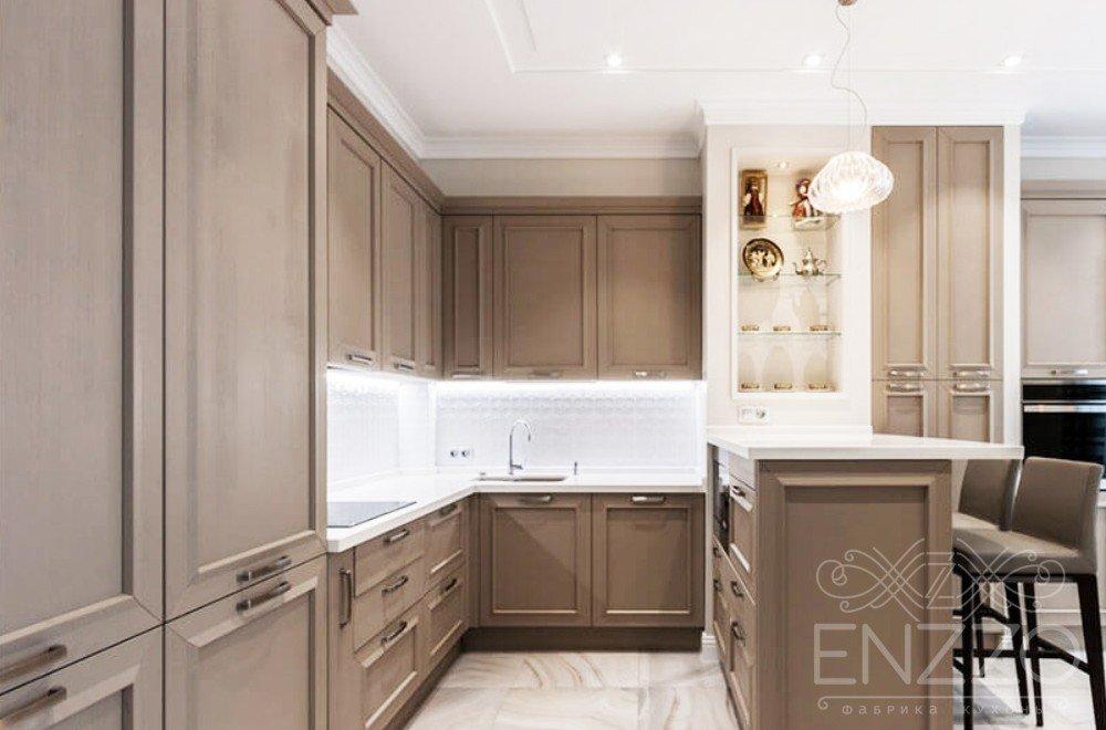 Кухня и панели буазери в гостиной и спальне