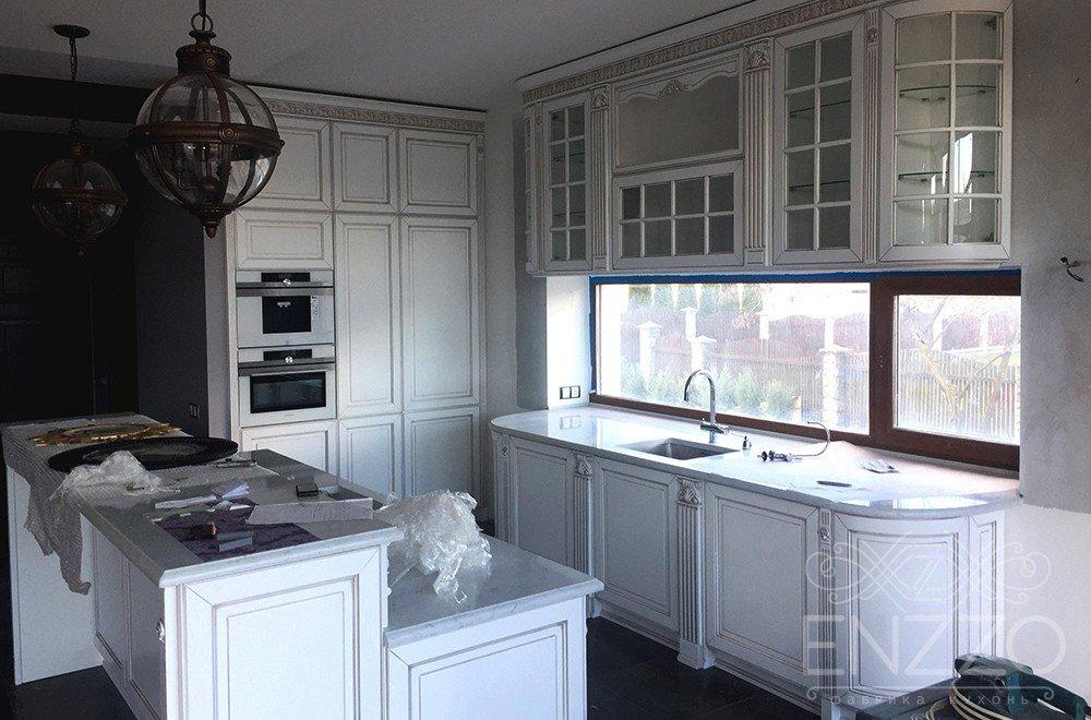 Кухня Виченца с окном в пос. Зацень