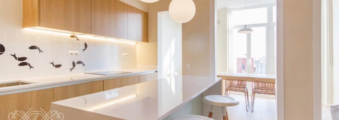 Светлая кухня в интерьере