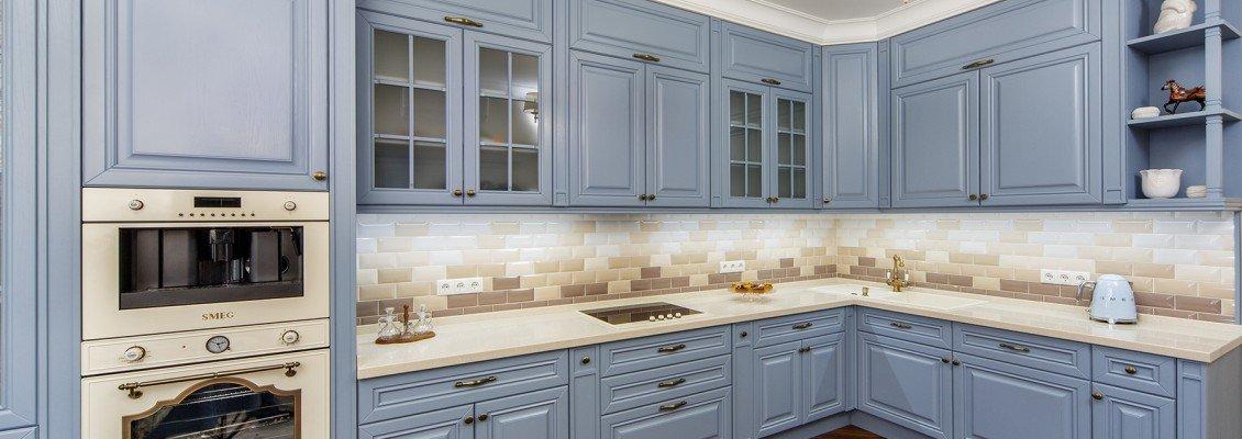 Элегантные матовые фасады на кухне